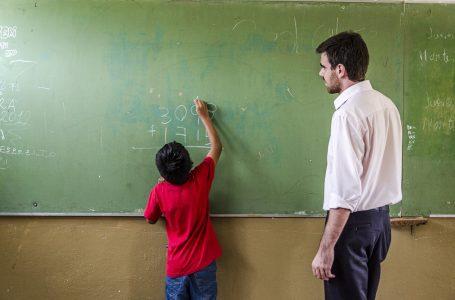 Buscan a graduados universitarios que quieran comprometerse con la educación