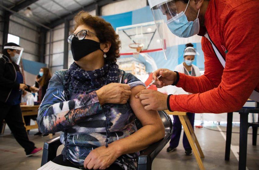 El 42% de los docentes recibió al menos una dosis de la vacuna