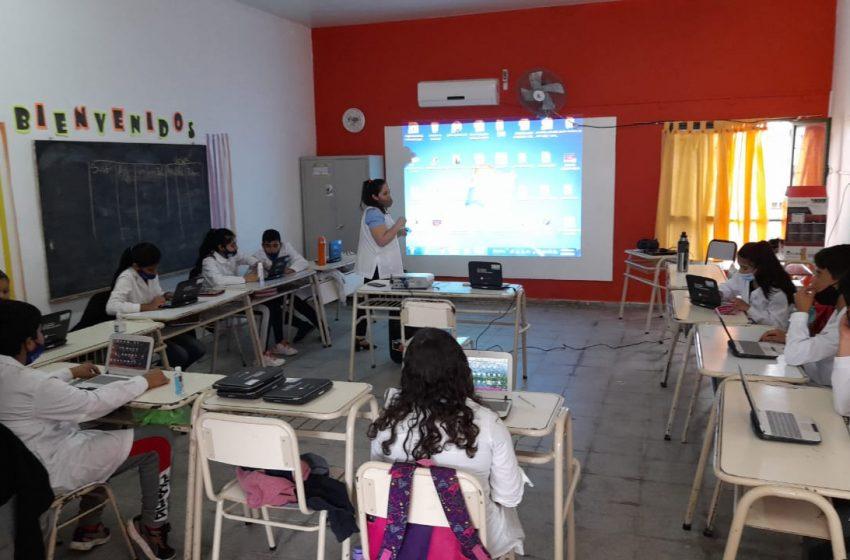 Impulsó un club de programación y conectó a sus alumnos con el mundo